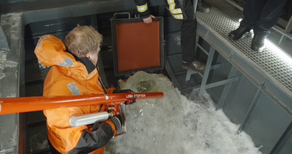 200326_LeakStopGun_Marine_Main_v1_02.00_01_01_06.Still015-scaled